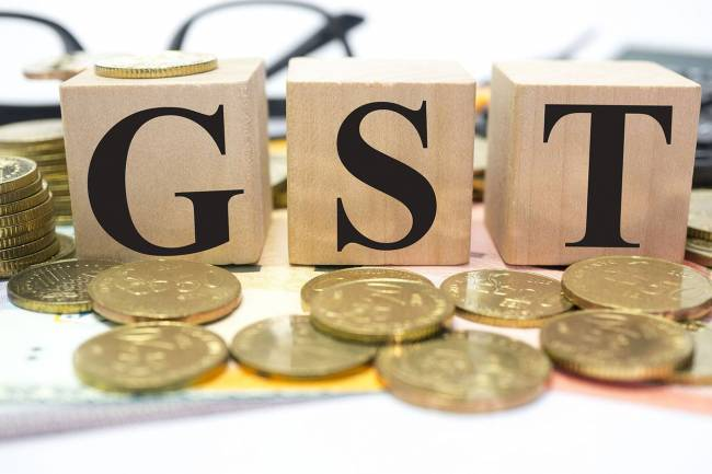 What is the GST rate for AC restaurants without liquor service with a turnover below & above 75 lakhs?